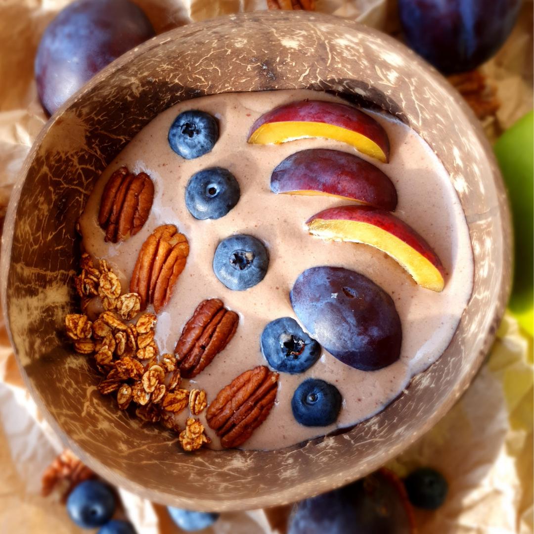 Mogyorókrémes-banános smoothie bowl reggelire